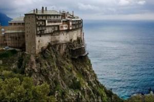 Άγιο Όρος: Θετικοί στον κορωνοϊό και άλλοι τρεις μοναχοί