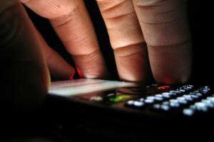 Τρομακτικό - 7 σημάδια που μαρτυρούν ότι παρακολουθούν το κινητό σας
