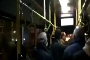 Γεμάτο από κόσμο αστικό λεωφορείο στην Αθήνα (video)