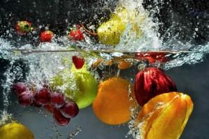 Έτσι πρέπει να πλένετε τα φρούτα σας για να αφαιρέσετε τα μικρόβια και τα φάρμακα
