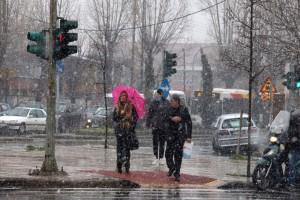 Καιρός: Οι βροχές δε σταματούν - Χιόνια σε χαμηλό υψόμετρο