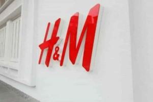 H&M e-shop: Η τέλεια και άνετη φούστα που έγινε η no 1 τάση