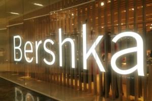 Bershka e shop: Βρήκαμε το απόλυτο boyfriend look φόρεμα με μόλις 9,99€!