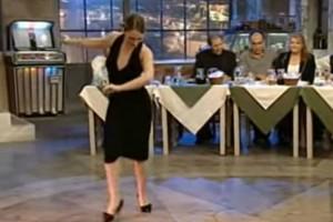 Γυναίκα με βαθύ ντεκολτέ χόρεψε ζεϊμπέκικο και καταχειροκροτήθηκε - Το βίντεο ξεπέρασε τις 761.417 προβολές
