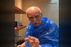 Ο Γιώργος Παπαδάκης... κουρεύεται μόνος του! (video)