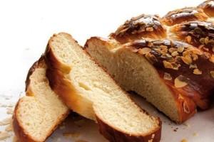 Το πιο αφράτο τσουρέκι που γίνεται γρήγορα και εύκολα - Το μυστικό είναι στη μαγειρική σόδα