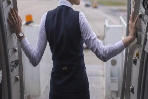 «Με χτύπησε σαν ένας τόνος τούβλα»: Σοκάρει μαρτυρία αεροσυνοδού που χτυπήθηκε από τον κορωνοϊό