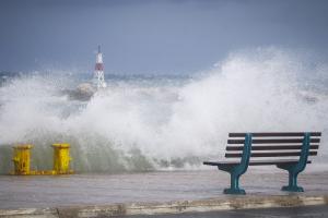 Καιρός στην Αττική: Τότε θα υποχωρήσουν οι ισχυροί άνεμοι