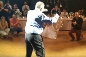 """75χρονος μερακλής παππούς χόρεψε ζεϊμπέκικο και """"τρέλανε"""" τους πάντες"""
