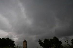 Καιρός σήμερα: Άστατος με βροχές, ανέμους και χιόνια
