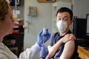 Βρέθηκε η θεραπεία κατά του κορωνοϊού; Μετάγγιση αντισωμάτων θεράπευσε ασθενείς σε τρεις μέρες