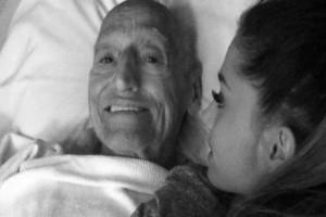 """Καθόταν δίπλα στο κρεβάτι του ετοιμοθάνατου παππού - Όταν άνοιξε η πόρτα και είδαν ποιος μπήκε...""""έμειναν"""""""