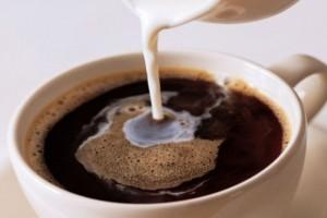 2+1 λόγοι για να μη ξαναβάλετε γάλα στον καφέ σας