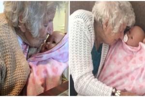 94χρονη γιαγιά με άνοια τραγουδάει σε μια κούκλα και χαμογελάει ξανά - Ο λόγος σπαράζει καρδιές