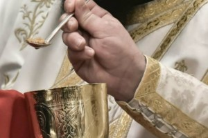 Πάτρα - Πήγαν να κοινωνήσουν μετά από πρόσκληση του ιερέα