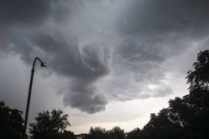 Καιρός στην Αθήνα: Άνεμοι έως και 9 μποφόρ και βροχοπτώσεις - Πότε υποχωρούν;