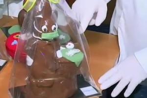 Σοκολατένιο λαγουδάκι στο πνεύμα του κορωνοϊού! (video)
