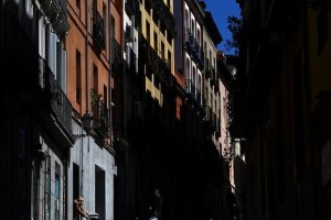 Κορωνοϊός: «Νεκρική σιγή» στους άλλοτε γεμάτους δρόμους της Μαδρίτης (video)