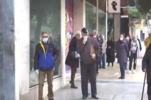 Κορωνοϊός: Δεύτερη σερί μέρα ουρές έξω από τις τράπεζες (video)