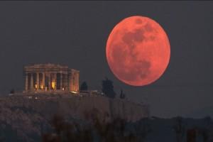 Η φωτογραφία της ημέρας: Η υπέροχη Πανσέληνος με θέα την Ακρόπολη