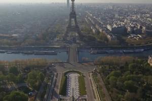 Κορωνοϊός: Εκ διαμέτρου αντίθετες drone εικόνες από Παρίσι και Oυχάν (video)