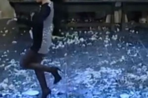 """Τσιφτετέλι φωτιά: Πασίγνωστη Ελληνίδα """"τρέλανε"""" τους πάντες με τον χορό της"""