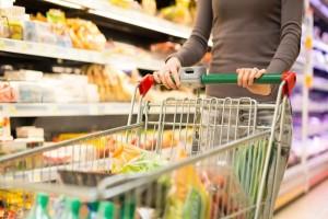 Αδιανόητο: Πήγε στο σούπερ μάρκετ… και έγλειφε τα προϊόντα!