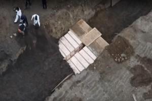 Εικόνες θρίλερ στη Νέα Υόρκη: Χτίζονται Ομαδικοί τάφοι για τα θύματα του κορωνοϊού