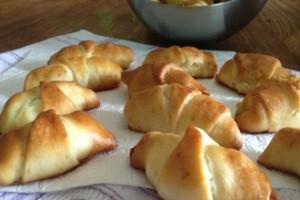 Πεντανόστιμα τυροπιτάκια με ζύμη κρουασάν!