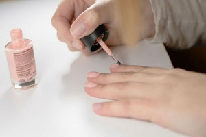Βιάζεσαι να στεγνώσουν τα νύχια σου; Αυτό είναι το απόλυτο κόλπο για ματ μανικιούρ σε λιγότερο από 1 λεπτό!