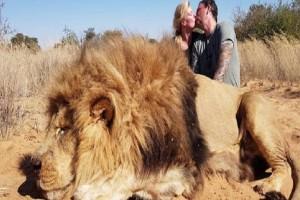 """Φιλήθηκαν στο στόμα μπροστά από το σκοτωμένο λιοντάρι - Δευτερόλεπτα μετά έγινε το """"σώσε"""""""