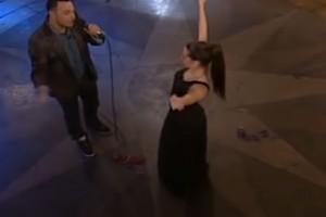 """Γυναικάρα χορεύει αργό τσιφτετέλι και """"βασανίζει"""" όλο το αντρικό κοινό"""