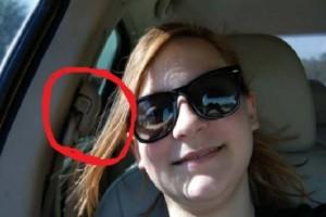 13χρονη έφηβη έστειλε μια selfie στη μαμά της για να της δείξει ότι είναι καλά... - Αυτό που είδε στο πίσω κάθισμα την τρόμαξε