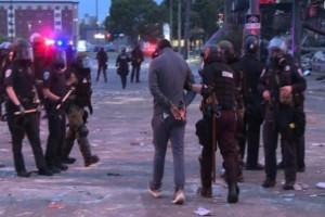 Εξελίξεις στη Μινεσότα: Ελεύθερο το συνεργείο το CNN - Ζήτησε συγγνώμη ο Κυβερνήτης