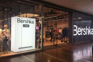 Bershka: Το minimal φόρεμα που έχουν λατρέψει όλες οι γυναίκες κοστίζει μόλις 9,99€!