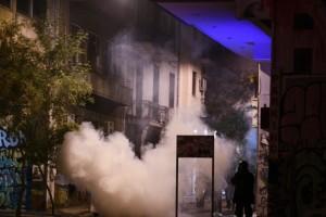 Συναγερμός στα Εξάρχεια: Επεισόδια με μολότοφ και οδοφράγματα