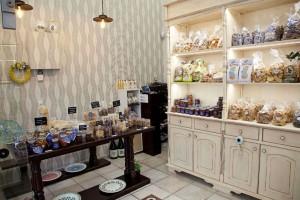 Φιλεύω: Το παραδοσιακό παντοπωλείο που θα σε ταξιδέψει στα Κύθηρα
