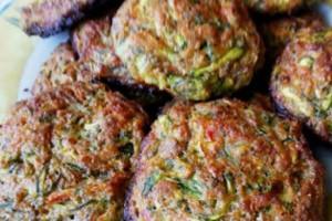 Λαχταριστή συνταγή για κολοκυθοκεφτέδες στο φούρνο