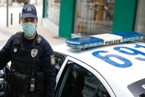 Τρόμος στην Παιανία: Έκαναν «ντου» με αυτοκίνητο σε φαρμακευτική εταιρεία και έκλεψαν το χρηματοκιβώτιο