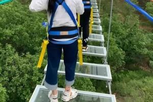 11χρονη έπεσε από γέφυρα 60 μέτρων