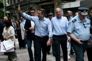 Στον Πειραιά ο Κυριάκος Μητσοτάκης - Συνομίλησε με πολίτες και καταστηματάρχες (photo)