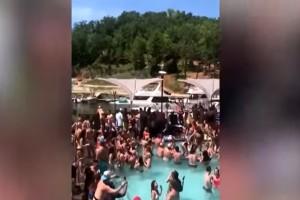 Εικόνες ντροπής: Ξέχασαν... κορωνοϊούς και καραντίνες και έκαναν πάρτι στην πισίνα