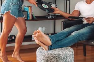"""32χρονη Ελίνα: """"Ο άνδρας μου φλερτάρει με την πρώην σύζυγό του, επειδή ο πατέρας της τον χρηματοδοτεί. Να τον πιστέψω;"""""""