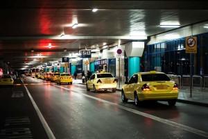 Μειώσεις στις χρεώσεις των ταξί - Τι ισχύει για τις διαδρομές από και προς αεροδρόμιο