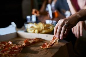 Προσοχή: 6 τρόφιμα που δεν πρέπει να τρώτε το βράδυ