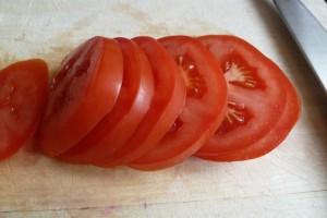 Κόβετε τη ντομάτα σε ροδέλες; Σταματήστε το αμέσως!
