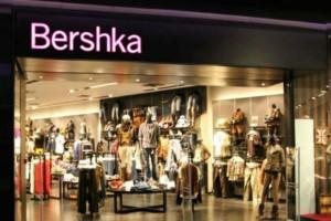 """""""Πανικός"""" στα Bershka: Το πιο άνετο ψηλόμεσο παντελόνι κοστίζει μόλις 9,59€"""
