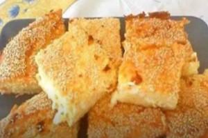 Λαχταριστή και εύκολη τυρόπιτα: Η συνταγή με το γιαούρτι