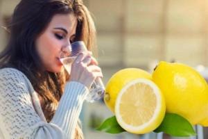 Πιες νερό με λεμόνι κάθε μέρα, αλλά μην κάνεις αυτό το συνηθισμένο λάθος