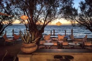 7+1 κορυφαίες επιλογές: Τα beach bar που θα λατρέψεις στην Ελλάδα αυτό το καλοκαίρι
